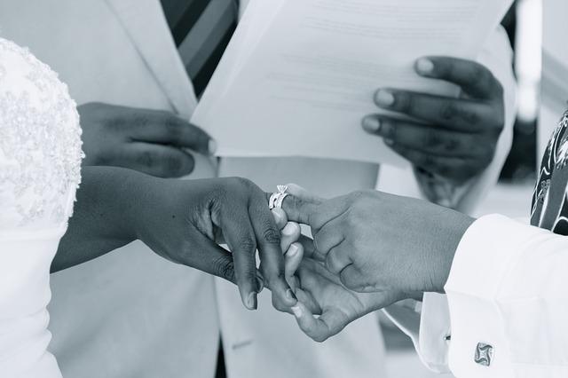 couples-2364463_640